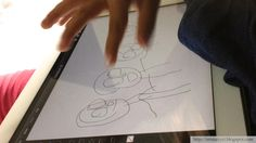 3-vuotias taiteilija piirtää iPadilla - Three year old artist drawing with iPad