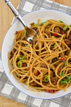 Slimming Eats Chilli Beef Noodles - gluten free, dairy free, paleo, Slimming World and Weight Watchers friendly Slimming World Lunch Ideas, Slimming World Recipes, Lunch Recipes, Healthy Recipes, Slimming Eats, Beef And Noodles, Dairy Free, Gluten Free, Food Hacks