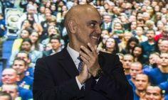 Alexandre de Moraes assinou ontem uma portaria que suspende por 90 dias novos contratos e convênios, a nomeação de servidores, despesas com diárias e passagens e a realização de eventos em quase todas ...