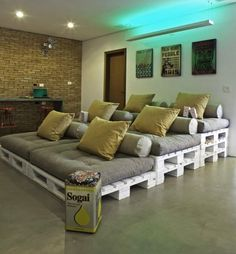 #DIY Home Theater Seating  using #pallets