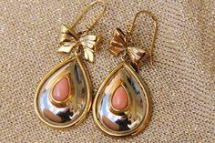 boucles d'oreilles en corail rose ,plaqué or ,acier monté main (ref bo8) : Boucles d'oreille par les-tresors-de-la-corse