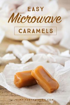 Easy Microwave Caramels This is the easiest homemade candy youll ever make! They only take a few minutes in the microwave and they turn out perfectly delicious every time! Source by rebeccacooper Caramel Recipes, Candy Recipes, Sweet Recipes, Dessert Recipes, Holiday Baking, Christmas Baking, Fudge, Microwave Caramels, Caramel Candy