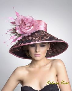 Couture Derby HatLampshade Hat by ArturoRios on Etsy Fashion and Designer Style Mode Rose, Types Of Hats, Fascinator Hats, Fascinators, Headpieces, Beauty And Fashion, Kentucky Derby Hats, Kentucky Derby Fashion, Stylish Hats