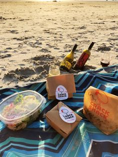 Butter on the Beach: A Perfect Date Night - Jessica Lynn Writes I'm spilling exactly what you ened for a beach date night, including the perfect drink to sip on, what you need to sit on, and how to get the best views! Funny Dating Quotes, Dating Memes, Outdoor Dates, Dream Dates, Beach Date, Date Night Recipes, Beach At Night, Dating Girls, Sites Online