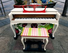 16th Street Mall, Denver, USA, 2011- inviting street piano - because you see others