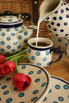 ☜♥☞ café - Cheery blue circles for fun coffee shop! I Love Coffee, Coffee Break, Coffee Time, Tea Time, Coffee Shop, Coffee Drinks, Coffee Cups, Tea Cups, Coffee Coffee