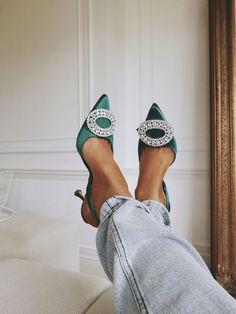 - Manolo Blahnik Schuhe Smaragdgrüne Schuhe Source by Manolo Blahnik Schuhe, Emerald Green Shoes, Green Heels, Green Shoes Outfit, Cute Shoes, Me Too Shoes, Pretty Shoes, Zapatos Shoes, Shoes Heels