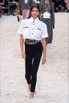Chanel Spring 2019 Ready-to-Wear-Modenschau , Chanel Spring 2019 Ready-to-Wear Fashion Show Chanel Spring 2019 Konfektionskollektion - Vogue. Komplette Outfits, Fashion Outfits, Fashion Tips, Fashion Design, Fashion Trends, Spring Outfits, Fashion Clothes, Stylish Outfits, Trendy Fashion