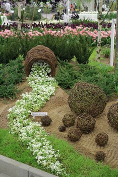 52 Fresh Front Yard and Backyard Landscaping Ideas for 2019 Here& another unique idea for spilling flower pots. except this c 52 Fresh Front Yard and Backyard Landscaping Ideas for 2019 Here& another unique idea for spilling flower pots. Landscaping Supplies, Front Yard Landscaping, Landscaping Ideas, Lawn And Garden, Garden Pots, Container Water Gardens, Container Gardening, Diy Garden Decor, Dream Garden