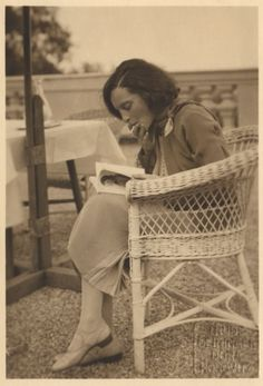 Elisabeth Bergner by Atelier Geiringer & Horovitz, 1931 One Cafe, Indianapolis Museum, How To Read People, Popular People, Famous People, Digital Archives, Woman Reading, Reading People, History Photos