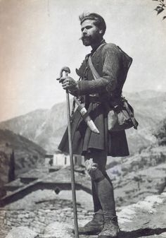 Greece Pictures, Old Pictures, Greece Photography, Vintage Photography, Greek Warrior, Military Branches, Greek History, Greek Art, Yesterday And Today