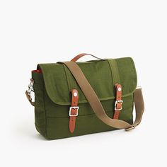 """For the guy who commutes, we created a collection of smart, water-repellent nylon bags packed with thoughtful details, a padded body and leather handles. The messenger version is the right option for the guy who bikes to work or the guy who needs access to his stuff quickly without taking it off. <ul><li>3/4"""" handle drop.</li><li>10 1/2""""H x 15 1/4""""W x 4 1/4""""D.</li><li>Adjustable shoulder strap fully extends to 48 1/4"""".</li><li>Nylon.</li><li>Leather handles.</li><li>Flap with snap…"""