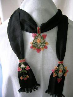 Needle Lace Scarf Models, # Iğneoyasıfularörneg of # Iğneoyasıtespihmodel of One of the most beautiful needle lace models I've seen lately. I love every model of needlework. Needle lace rosary models also … Lace Scarf, Scarf Hat, Crochet Unique, Ring Pillow Wedding, Jewelry Tags, Brazilian Embroidery, Sewing Art, Woven Bracelets, Needle Lace