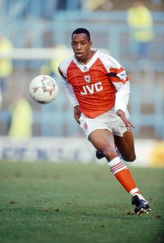 Ian Wright of Arsenal in Football Icon, Retro Football, Arsenal Football, World Football, Football Kits, Football Soccer, College Basketball, Arsenal Fc, Arsenal Players