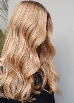 Medium Blonde Hair Color, Gold Blonde Hair, Warm Blonde Hair, Beige Blond, Strawberry Blonde Hair Color, Blonde Hair Shades, Blonde Hair Looks, Best Blonde Hair, Ginger Blonde Hair
