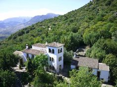 Casas Rurales Los Algarrobales El Gastor Casas Rurales Los Algarrobales have a peaceful setting in the Sierra de Cadiz mountains, 30 minutes' drive from Ronda. It offers accommodation with air conditioning and free WiFi.