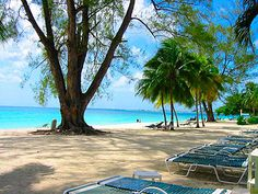With placid waters and endless amounts of pure white sand, Seven Mile Beach is what makes Grand Cayman special.