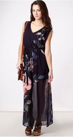 LOVE the sheer legs! Print maxi dress #maxi #dress