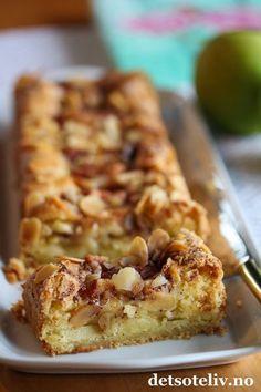 Hei, Eplekakesesongen er her for fullt! Og vi er vel alle enige o Cake Recipes, Snack Recipes, Dessert Recipes, Cooking Recipes, Snacks, Desserts, Norwegian Cuisine, Norwegian Food, Danish Food