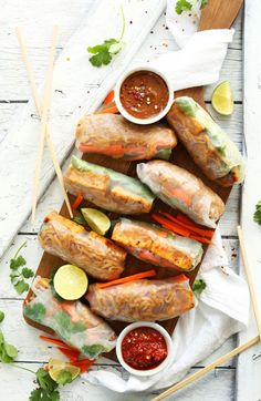 Pad Thai Spring Rolls Pad Thai Spring Rolls recipe Amazing pad Thai spring rolls with spicy-sweet noodles crispy baked tofu and fresh carrots and herbs A healthier vegan gluten free entree Healthy lunch dinner dinner party brunch recipe inspiration ideas Baker Recipes, Cooking Recipes, Cooking Kale, Cooking Pasta, Cooking Bacon, Cooking Turkey, Thai Spring Rolls, Summer Rolls, Vegan Spring Rolls