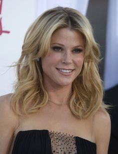 JULIE BOWEN at 2012 Billboard Music Awards in Las Vegas