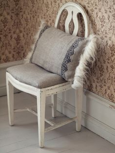 Väcka liv i Norrfrid Design Hereford, Inspiring Things, Vanity Bench, Decoration, Accent Chairs, Diy Crafts, Pillows, Vintage, Inspiration