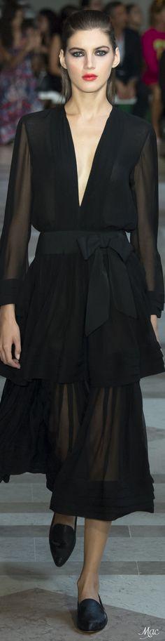 Spring 2017 Ready-to-Wear Carolina Herrera                                                                                                                                                                                 Plus