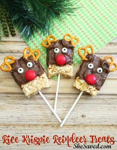 holiday treats Arent these Rice Krispie Reindeer Treats the cutest We love them and best of all, this is an easy holiday treat to make with little ingredients needed! Easy Christmas Treats, Christmas Deserts, Christmas Party Food, Christmas Cooking, Christmas Goodies, Holiday Treats, Holiday Recipes, Christmas Rice Krispie Treats, Christmas Baking For Kids