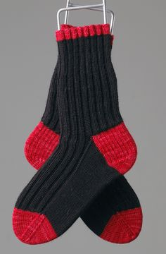 These are totally easy, top-down socks in Malabrigo Sock Yarn in Black and Ravelry Red. Yes, the yarn is luscious. Knitting Wool, Double Knitting, Knitting Socks, Hand Knitting, Knitting Patterns, Knit Socks, Knitted Slippers, Crochet Slippers, Knit Or Crochet