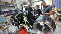 Enjoying the final process: Daniel Simon at works with the full size model of the Tron Legacy Lightcycle. Best Kid Movies, Sci Fi Movies, Great Movies, Disney Movies, Tron Legacy, Bugatti, Tron Original, Tron Light Cycle, Future City