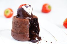 Los Soufflé son un dulce típico tanto dulce como salado, puedes encontrar los clásicos de chocolate o incluso de pescado. http://blogviajescarrefour.com/sabores/10-pasteles-franceses