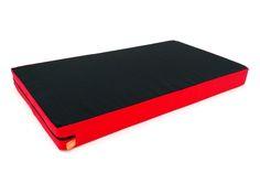 Almofada Bandeja para Notebook Preta e Vermelha 54x30cm - Com tamanho maior do que os modelos tradicionais, na maioria dos casos cabe o notebook e mouse! Alem de ser leve e com otima estabilidade, possui capa totalmente removivel que facilita a limpeza e higiene. -  Dom Gato