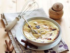 Foto: Andrea Jungwirth Cheeseburger Chowder, Soup, Diet, Desserts, Vintage, Souffle Dish, Tailgate Desserts, Deserts, Postres