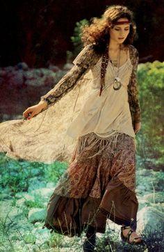 ╰☆╮Boho chic bohemian boho style hippy hippie chic bohème vibe gypsy fashion indie folk the . Style Hippie Chic, Ethno Style, Gypsy Style, Bohemian Style, Bohemian Fashion, 1960s Fashion Hippie, Gypsy Look, Fashion Vintage, Boho Chic
