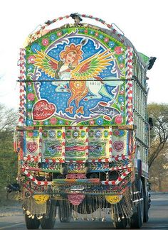 Not sure if this is a true Caravan Gypsy Vardo Wagon, but I like the artistic flair. Gypsy Trailer, Gypsy Caravan, Gypsy Wagon, Gypsy Home, Bohemian Gypsy, Gypsy Style, Gypsy Bar, Bohemian Style, Gypsy Decor