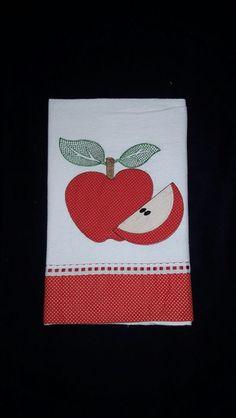 100% algodão - Medidas toalha: 45 x 66 cm Applique Embroidery Designs, Applique Quilts, Kitchen Towels, Tea Towels, Handmade Crafts, Sewing Hacks, Tricks, Decoupage, Patches