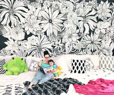 Alisa Burke: Hand Painted statement wall - done on a white wall with just a tube of black paint. Poster Mural, Mural Wall Art, Diy Wall, Wall Decor, Family Bed, Flower Mural, Flower Wall, Alisa Burke, Hand Painted Walls