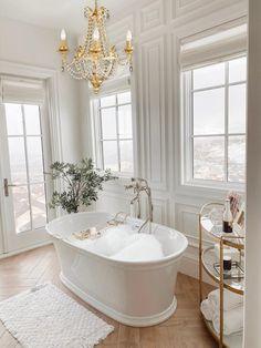 Dream Bathrooms, Beautiful Bathrooms, White Bathrooms, Small Luxury Bathrooms, Contemporary Bathrooms, Modern Luxury Bathroom, Glamorous Bathroom, Luxury Bathtub, Luxurious Bathrooms
