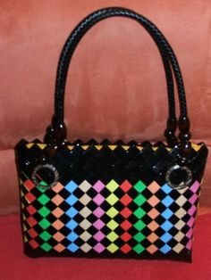 Candy Wrapper Purse, Candy Wrappers, Candy Bags, Paper Chains, Paper Weaving, Embroidery Bags, Beaded Bags, Weaving Patterns, Recycling