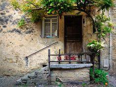 | Une vieille maison - Baumes-les-Messieurs |