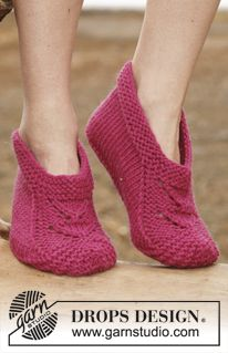 Socks & Slippers - Free knitting patterns and crochet patterns by DROPS Design Gestrickte Booties, Knitted Booties, Knitted Slippers, Crochet Socks, Knitting Socks, Knit Socks, Knitting Patterns Free, Free Knitting, Free Pattern