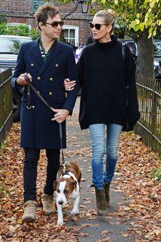 Kate Moss y Jamie Hince Loose Jeans, Cropped Jeans, Estilo Fashion, Fashion Mode, Star Fashion, Rosie Huntington Whiteley, Blake Lively, Jamie Hince, Pantalon Bleu Marine