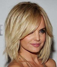 30 Short Hairstyles for Winter: Mena Suvari Bob Haircut