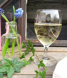 Birøkten vår - www.ovredalenshjemmeside.com White Wine, Alcoholic Drinks, Glass, Drinkware, Corning Glass, White Wines, Liquor Drinks, Alcoholic Beverages, Liquor