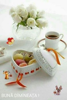 Coffee time right now ~. Good Morning Coffee, Good Morning Good Night, Coffee Break, I Love Coffee, My Coffee, Chocolate Cafe, Pause Café, Coffee Facts, Tea And Books