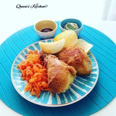 Oggi #pollo fritto con salsa barbecue, maionese di #avocado e contorno di carote alla julienne e patatine: questo è il mio primo tentativo, non appena perfeziono la ricetta ve la scrivo sul blog! #friedchicken  [http://www.queenskitchen.it ]  [follow Queen's Kitchen on FB http://on.fb.me/1gq3DMB ] #queenskitchen