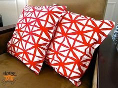 How to make toss pillows from cloth napkins.  Tutorial at www.houseofhepworths.com