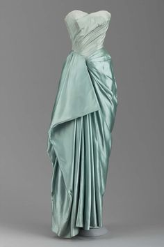 Evening dress image 1 Charles James American 1950 silk Museum of Fine Arts Boston Accession 2004139 Charles James, Vintage Outfits, Vintage Gowns, Vintage Clothing, 1950s Style, Beautiful Gowns, Beautiful Outfits, 1950s Fashion, Vintage Fashion