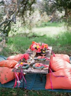 Lovely outdoor table deco