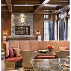 Cozy Dining: 9 Breakfast Nooks, Alcoves, and Niches - Baronial Banquet on HomePortfolio